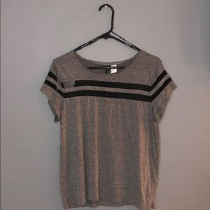 H&M Divided size Medium casual t-shirt